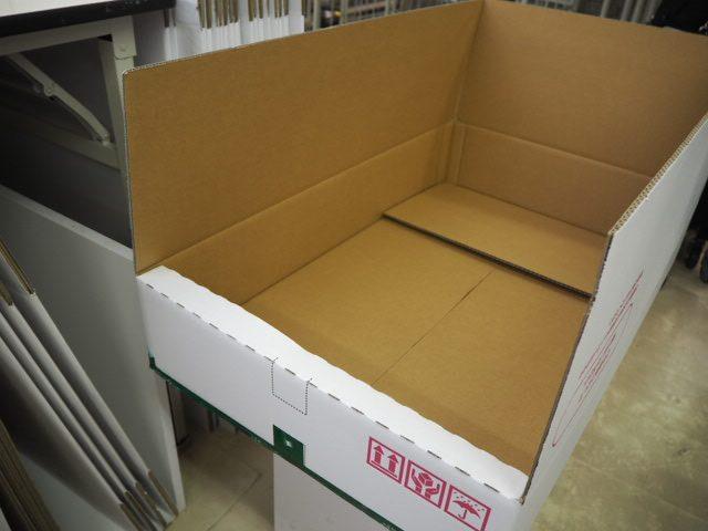 宅配クリーニング『リナビス』仕上がり品箱梱包1